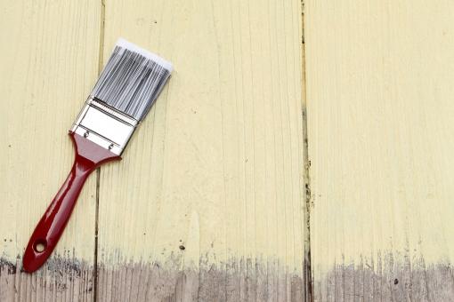 人工木の塗装はNG