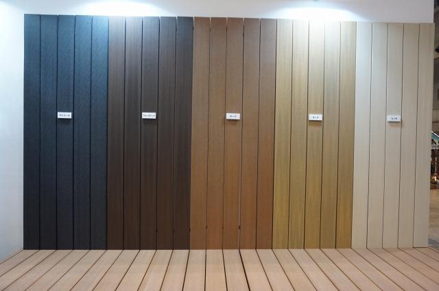 セオリー2.外壁とウッドデッキの色を合わせる