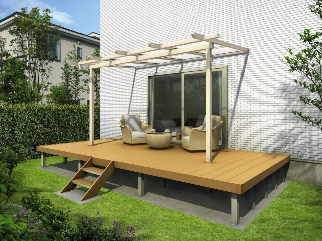 テラス屋根のウッドデッキに埋め込まれている例