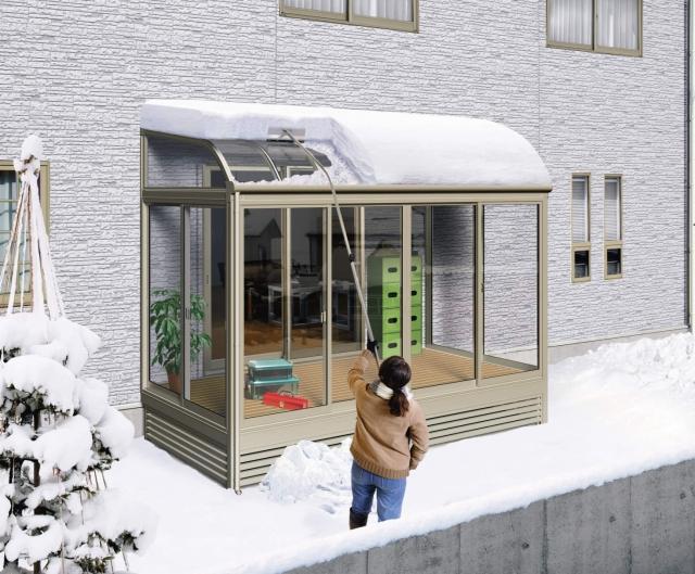カーポート・テラスの雪下ろしの時、「落雪」にご注意を