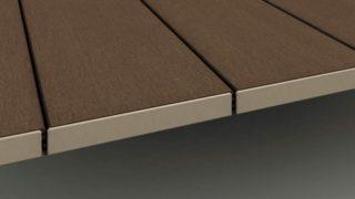 さらに、ウッドデッキの床と床の間には数ミリ隙間があります。