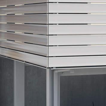 重厚なグランフローアは、シンプルな桁デザイン