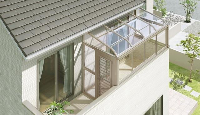 日当たりを考えて二階バルコニーをウッドデッキ・サンルームに