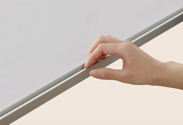 スタイルシェードの棒の部分は指あたりのやさしいボトムバー