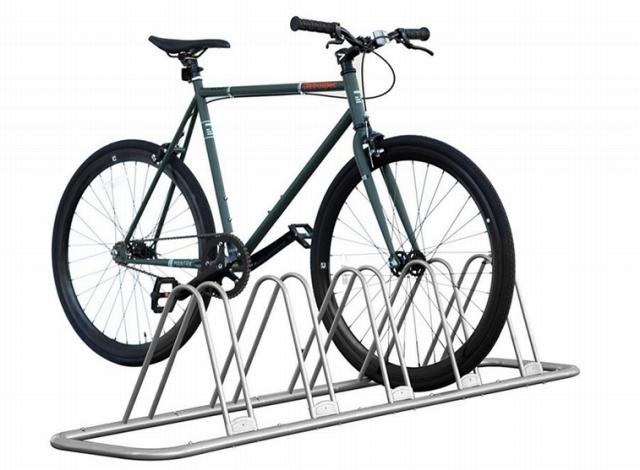 ラックを使えば40cm幅でも自転車の収納は可能