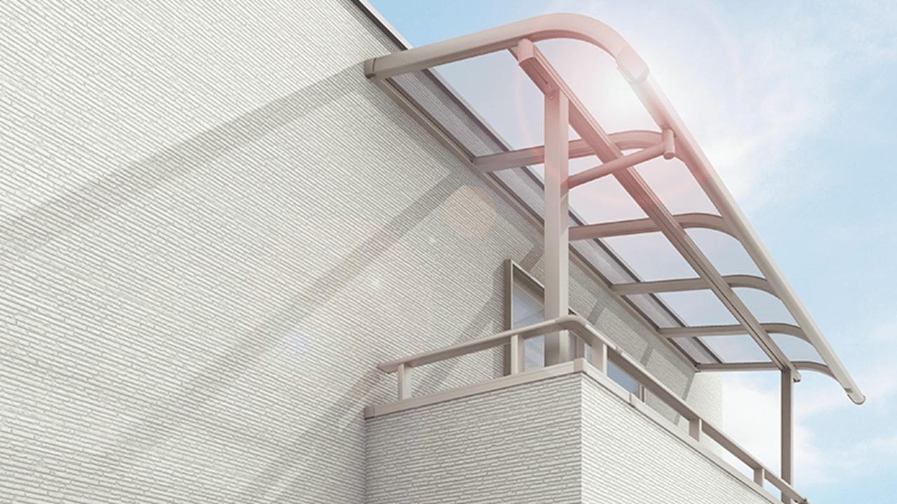 新築ベランダのリフォーム:屋根とウッドデッキを付ける