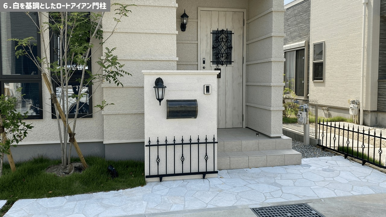おしゃれ門柱6:白を基調としたロートアイアン門柱